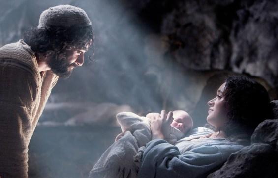 the-nativity-story-oscar-isaac-keisha-castle-hughes