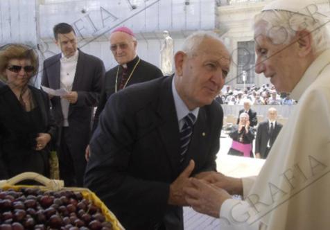 Ciliegie a Papa Benedetto XVI