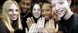 """Adolescenti orgogliosi del loro """"purity ring"""" nuovo di pacca. Beh, non sembrano dei barbosi bigotti frustrati!"""