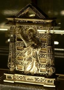 Pace con Salvator Mundi, India (?), 1580 circa, argento parzialmente dorato, vetro. Lisbona, Museu Nacional de Arte Antiga. Fare click sull'immagine per visualizzare la foto ingrandita