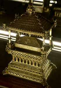Reliquiario, 1425-1450, argento dorato. Coimbra, Museu Nacional de Machado de Castro. Fare click sull'immagine per visualizzare la foto ingrandita