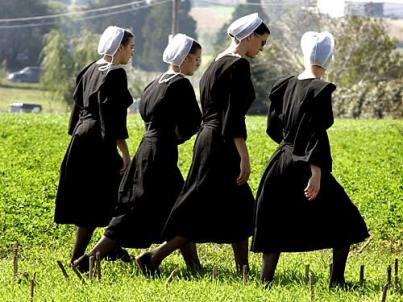 ...anche perché, sennò, chi glielo farebbe fare, alle donne amish, di andare in giro vestite così ancor oggi, nel 2016?