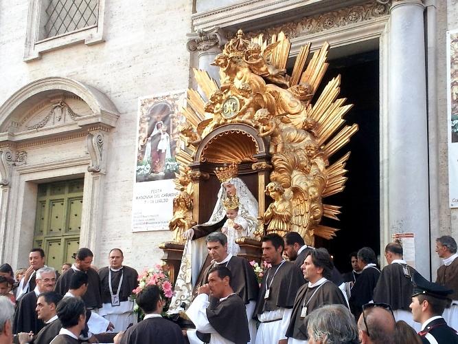 Processione di una confraternita romana - immagine da Internet