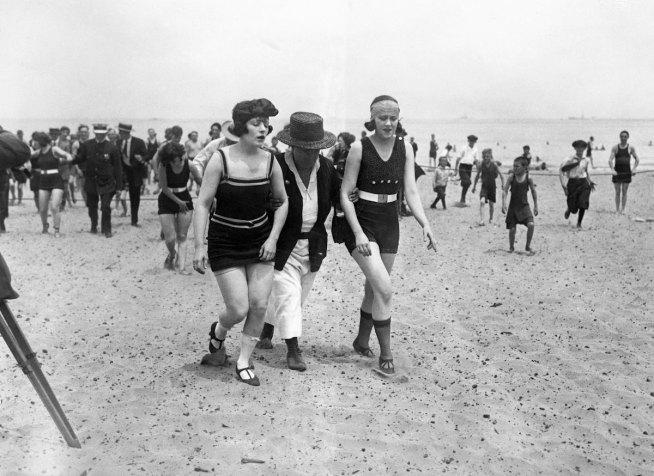 Ondata di arresti sulle spiagge di Chicago - primavera 1922