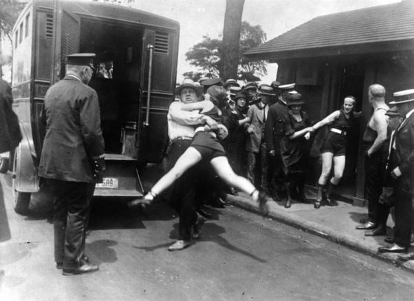 Arresti costumi indecenti 1922