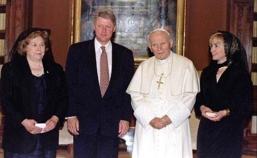 Hillary Clinton velo Papa Wojtyla